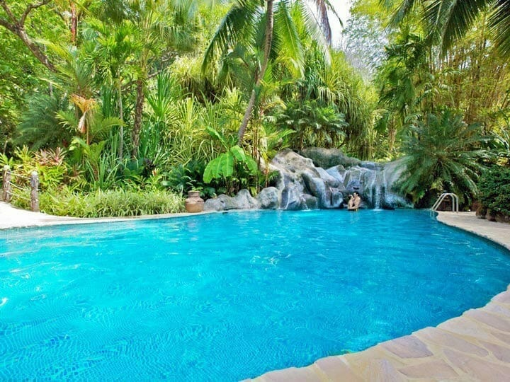 Piscina tropical en Costa Rica
